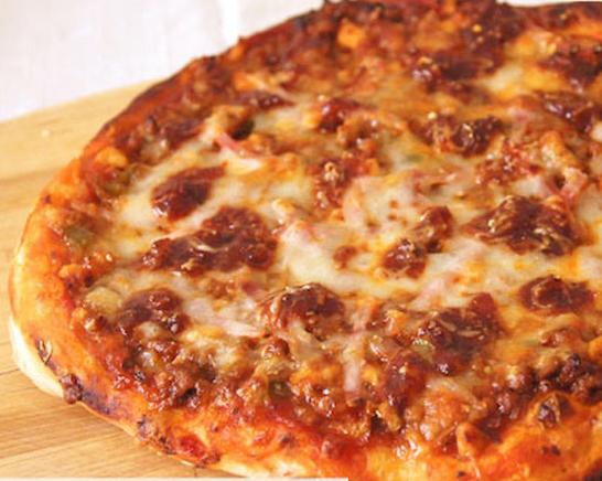 Pizza con picadillo de chorizo